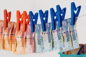 חבל כביסה וכסף