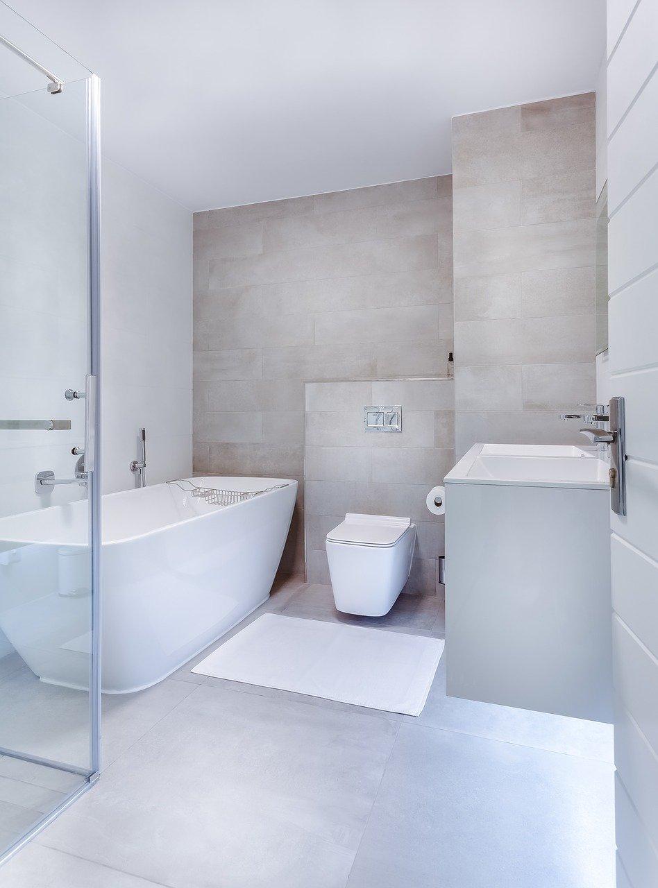 מה ההבדל בין מקלחון בהתאמה אישית לבין מקלחון מובנה