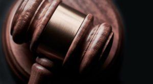 פטיש מעץ של בית משפט